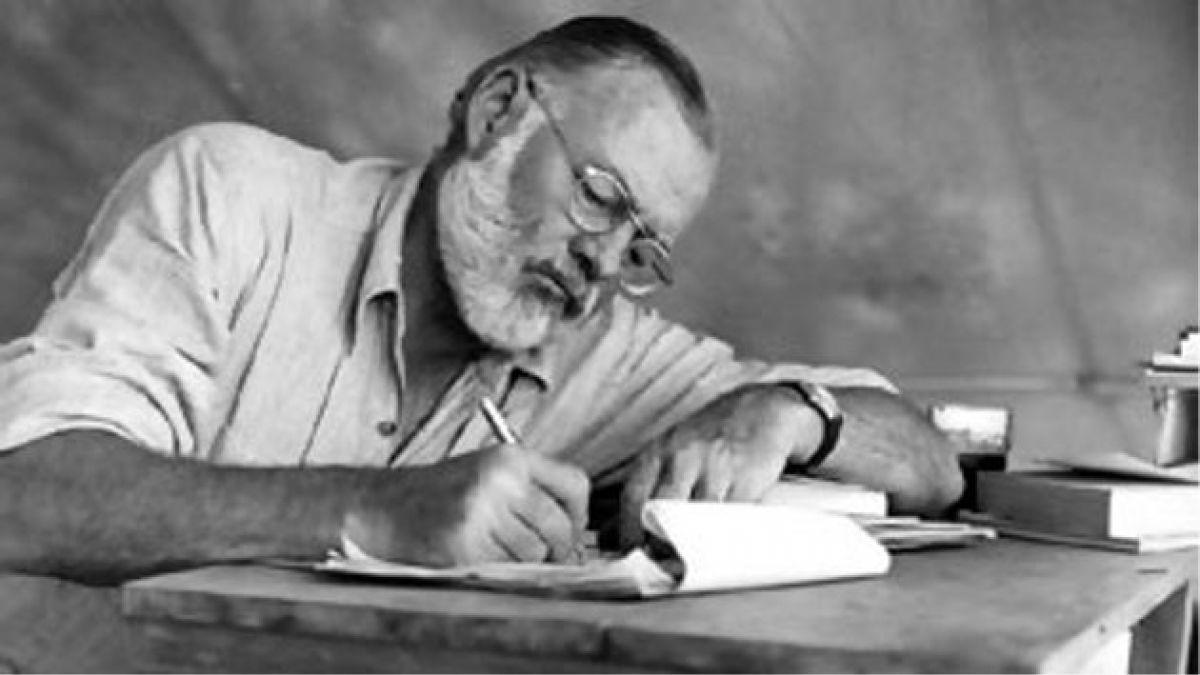Publican una docena de cartas inéditas de Hemingway