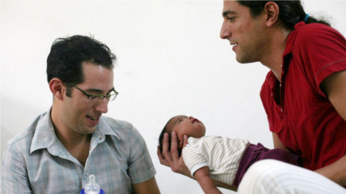 Parlamento portugués rechaza que homosexuales puedan adoptar hijos de sus parejas