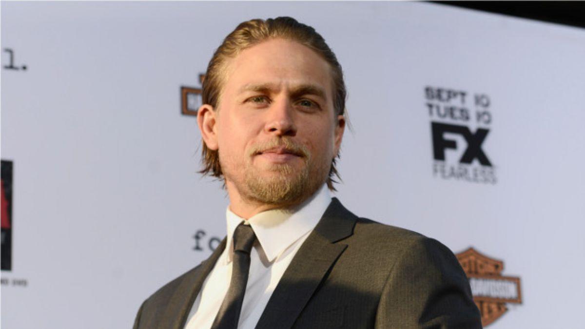 "Charlie Hunnam finalmente no protagonizará ""50 sombras de Grey"""