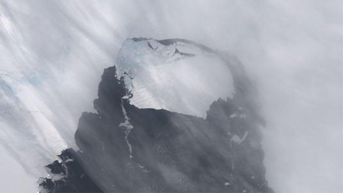 Iceberg tres veces más grande que la Isla de Pascua se desprendió de la Antártica