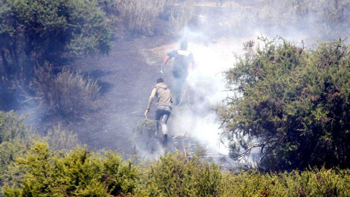 Colilla de cigarro habría provocado incendio en Melipilla