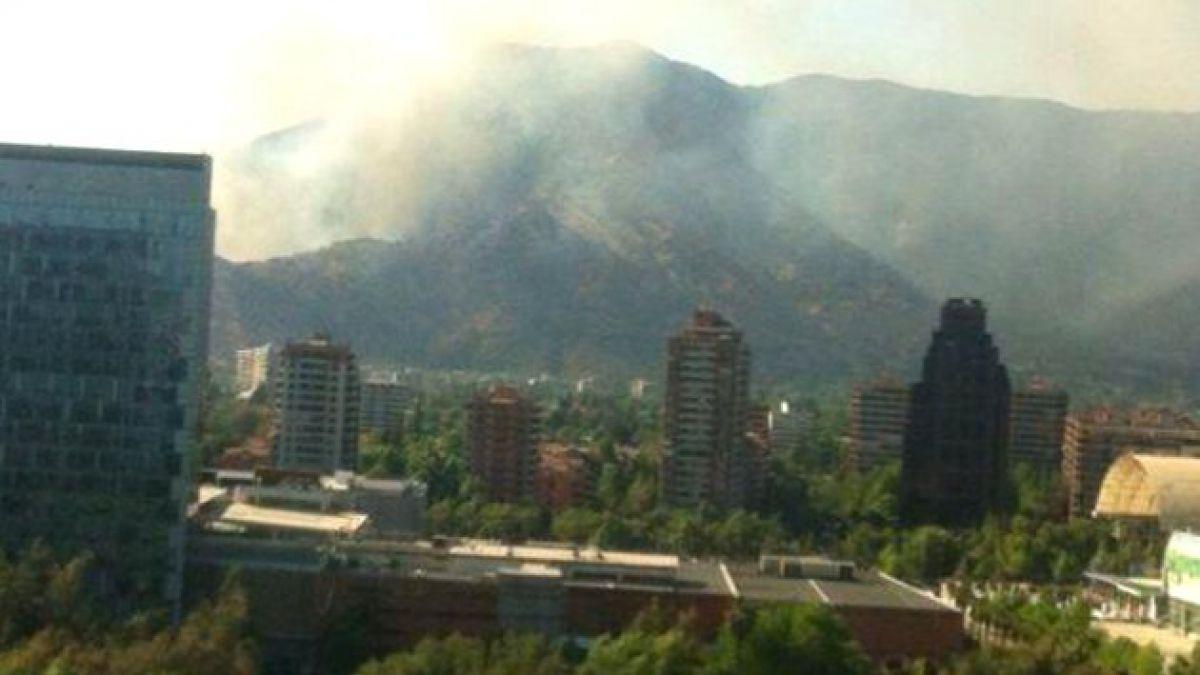 Incendio forestal afecta al sector de La Pirámide