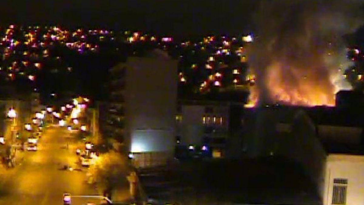 Incendio afecta a club de la Armada en Valparaíso
