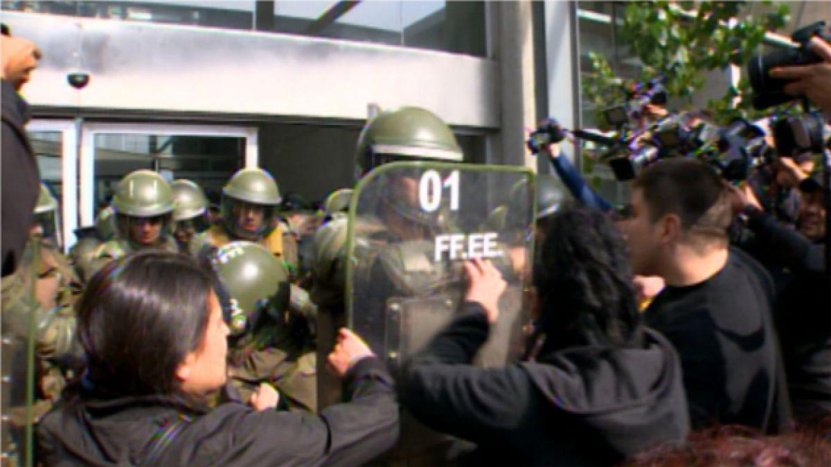 VIDEO: Incidentes tras absolución de gendarmes inculpados por incendio en Cárcel San Miguel
