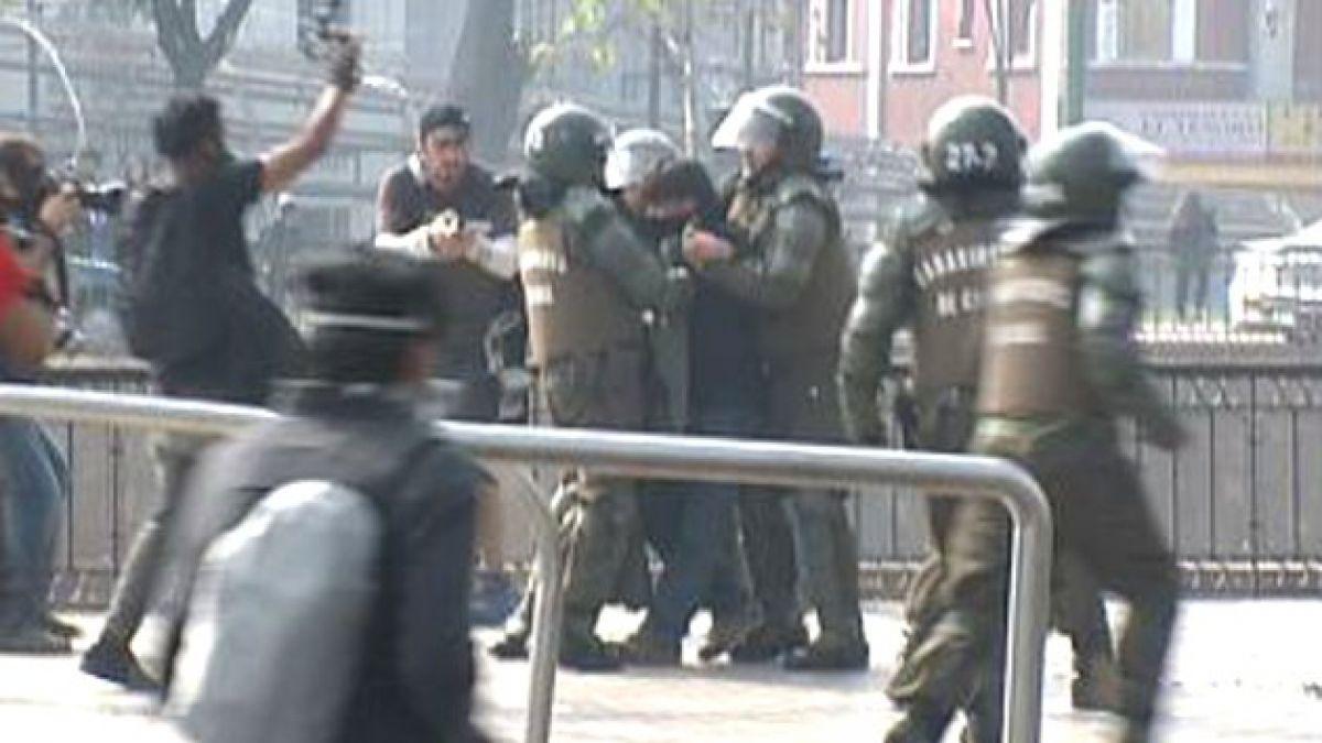 Cerca de 70 detenidos y daños en el centro dejaron incidentes tras marcha de la Confech