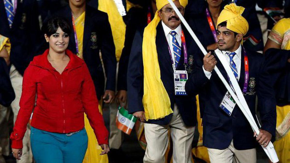 [JJ.OO.] Mujer india se disculpó por colarse en desfile