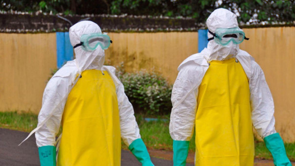 Primer británico afectado por ébola comienza su tratamiento en Londres