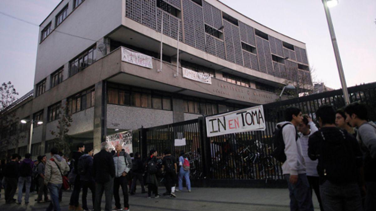 Aviso de bomba en el Instituto Nacional movilizó a Carabineros