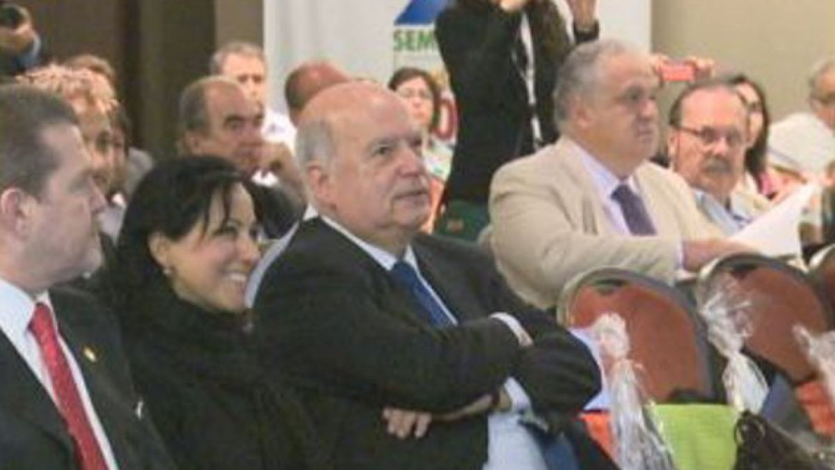 Insulza expresa alegría por eventual candidatura de Bachelet