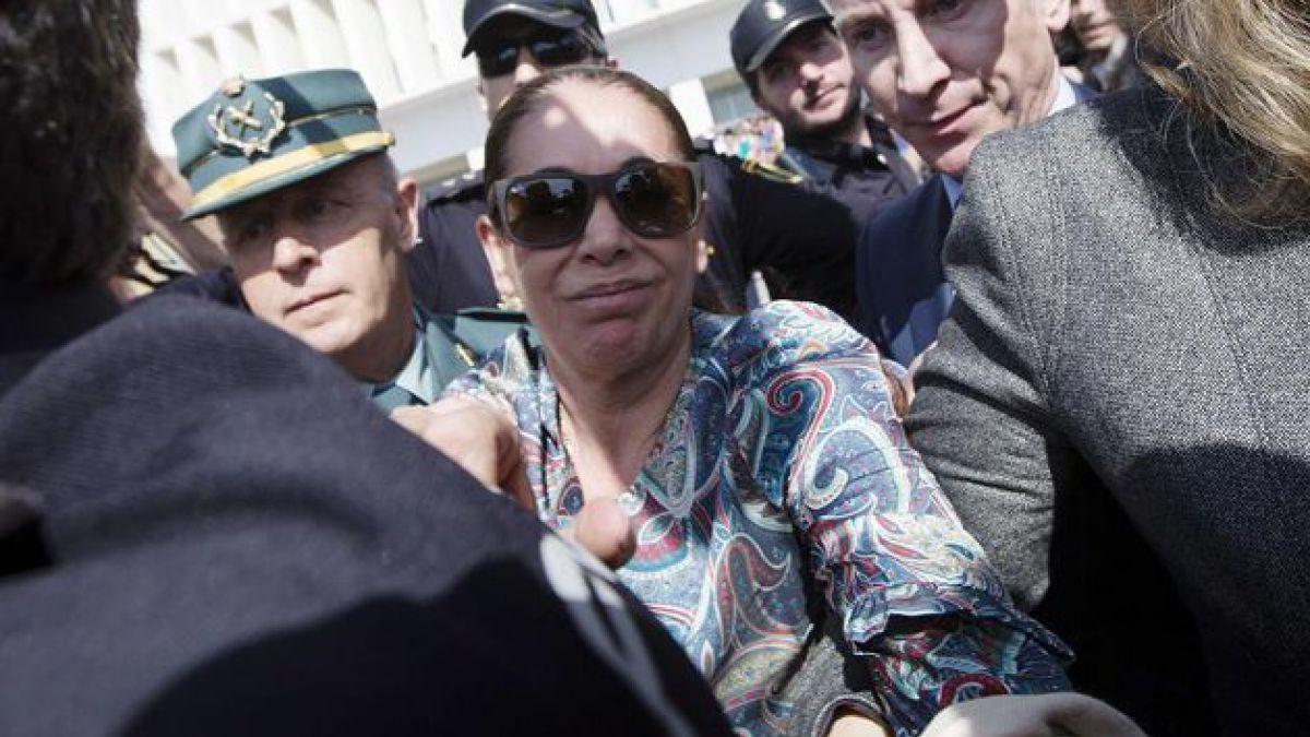 Condenan a Isabel Pantoja a dos años de prisión por lavado de dinero
