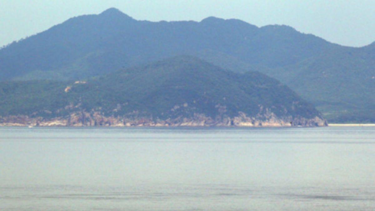 Corea del Sur investiga posible dron espía norcoreano ubicado en isla fronteriza