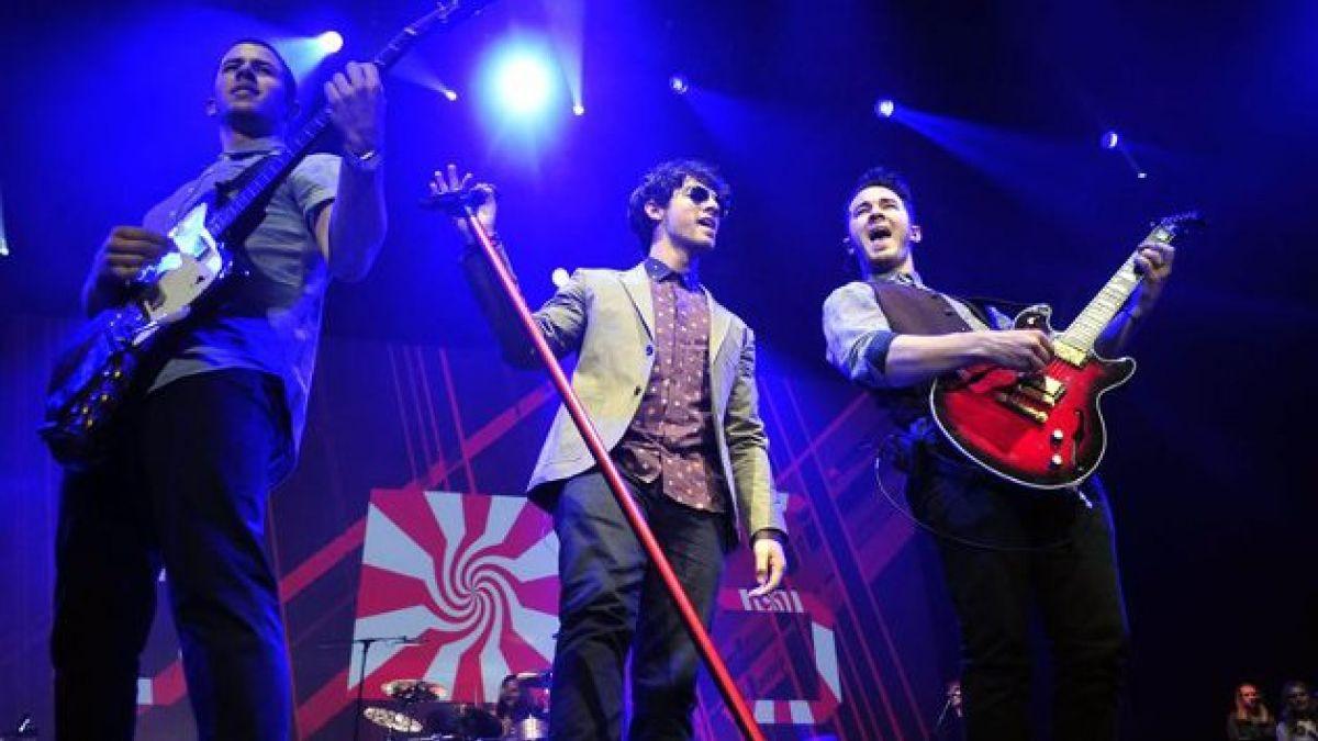 Jonas Brothers regresan a los escenarios y sus fans encienden las red