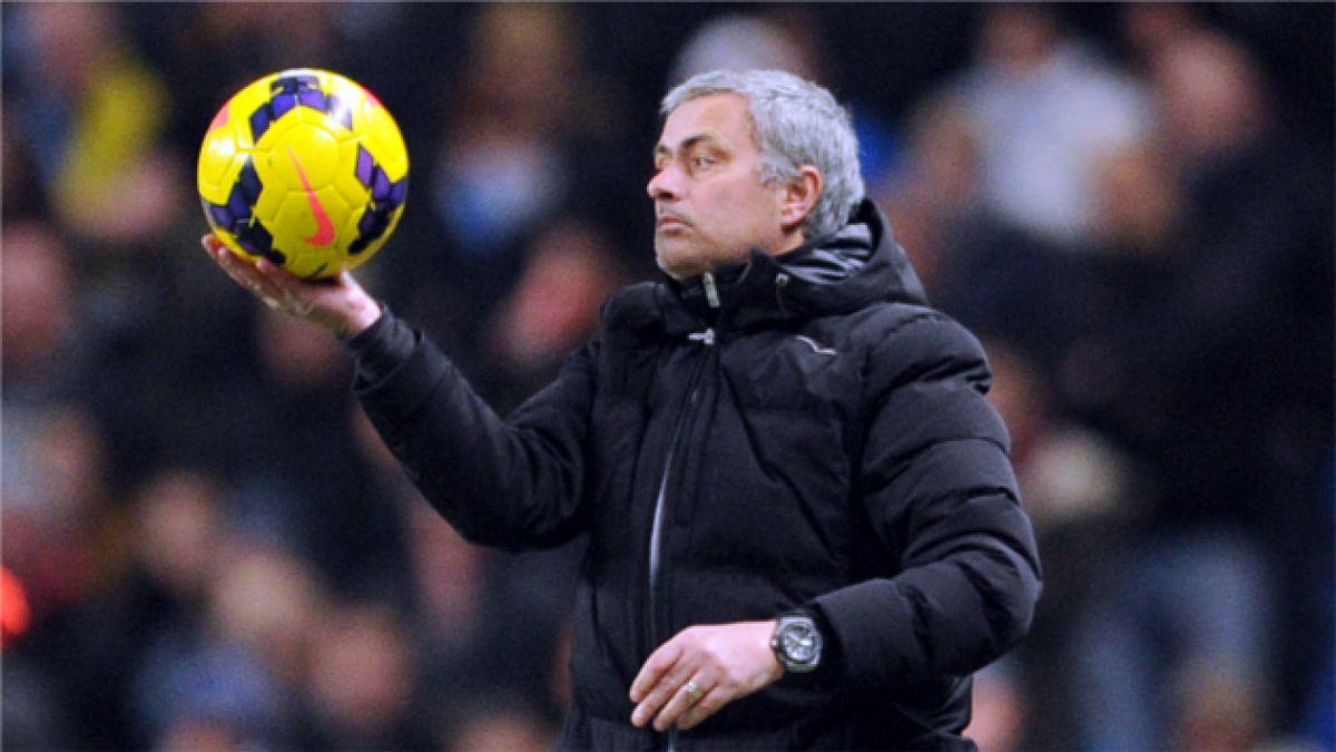 Mourinho afirma que calendario de Premier League ayuda al Manchester City