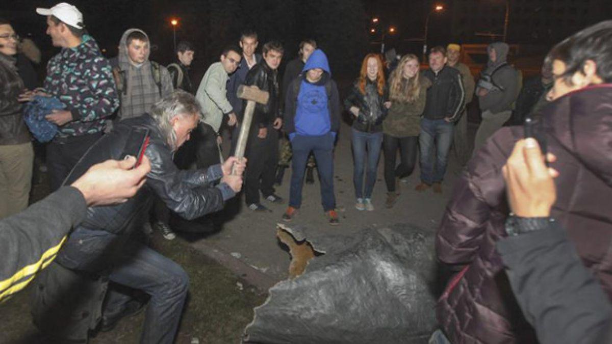 Ucrania: Gobierno respalda el derribo de estatuas de Lenin