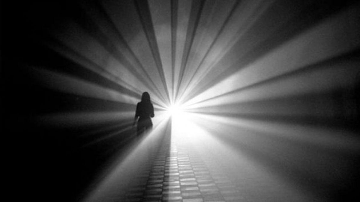 """Aclaran por qué se ve una """"luz al final del túnel"""" ad portas de morir"""