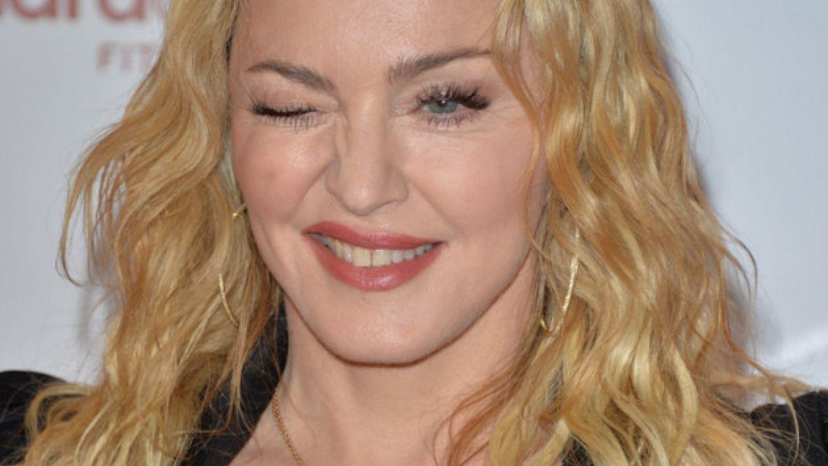 Desde premios hasta un anuario: Subastarán más de 30 objetos de Madonna