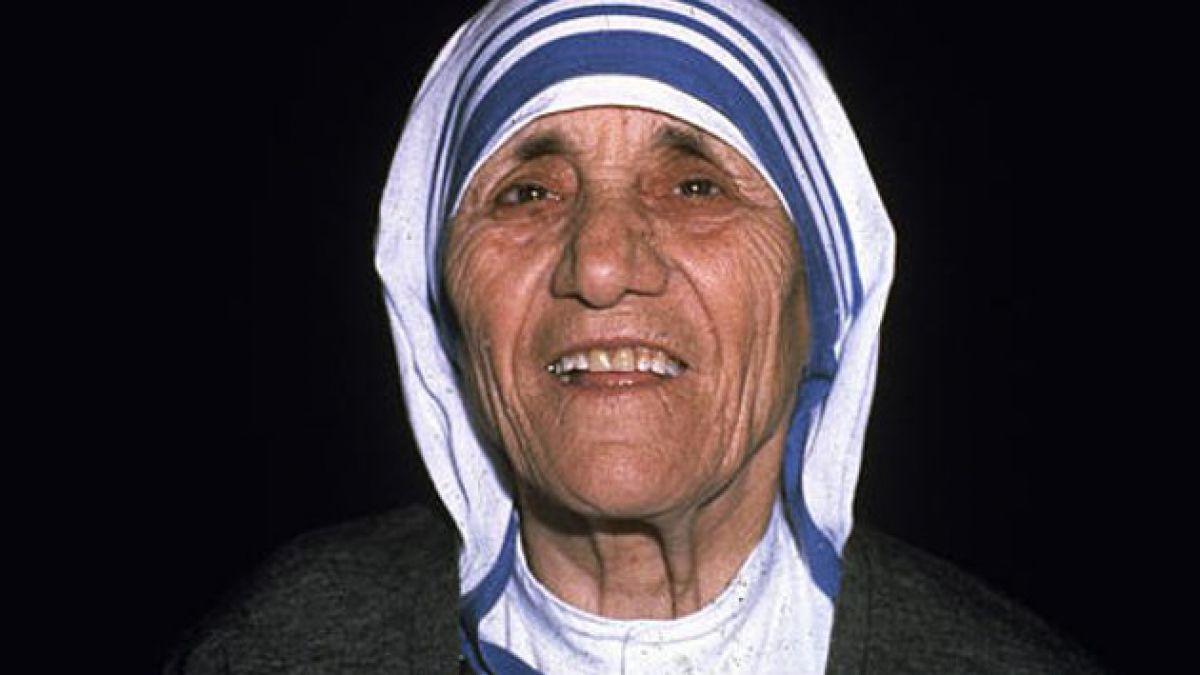 Polémica investigación cuestiona imagen de Madre Teresa