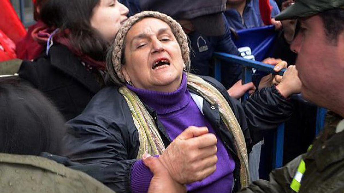 Comando de Bachelet se disculpa por agresión a mamá de Matías Catrileo