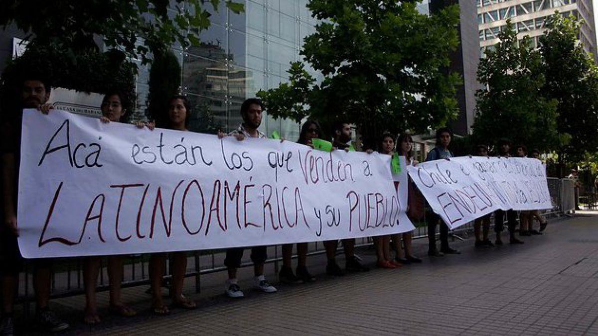 [CELAC] FECh realiza protesta contra la cumbre