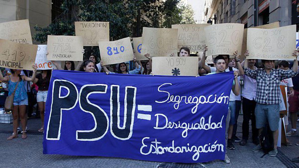 Estudiantes de la UC protagonizan protesta en contra de la PSU