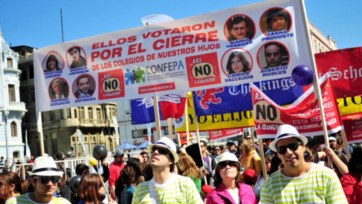 [FOTOS] Marcha en contra de la reforma educacional congrega a cientos de personas