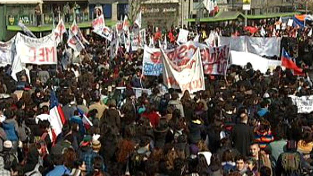 Marcha en Santiago deja 109 detenidos y 8 carabineros heridos