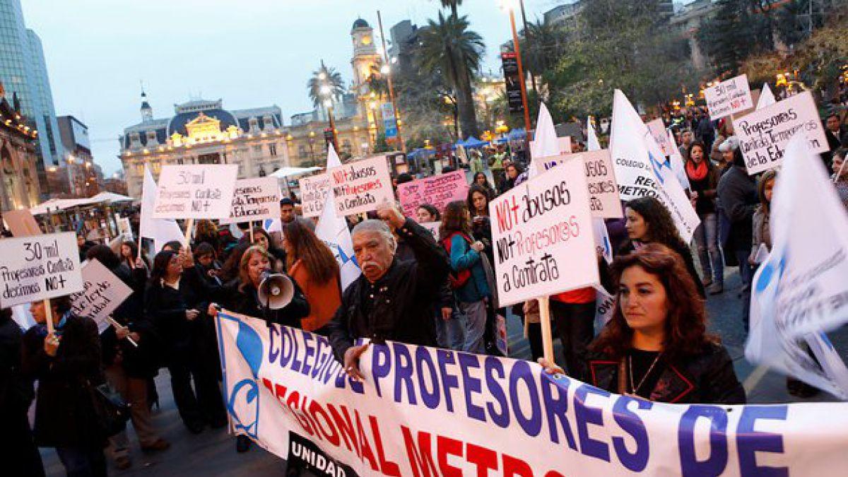 Profesores marchan por el centro de Santiago este viernes