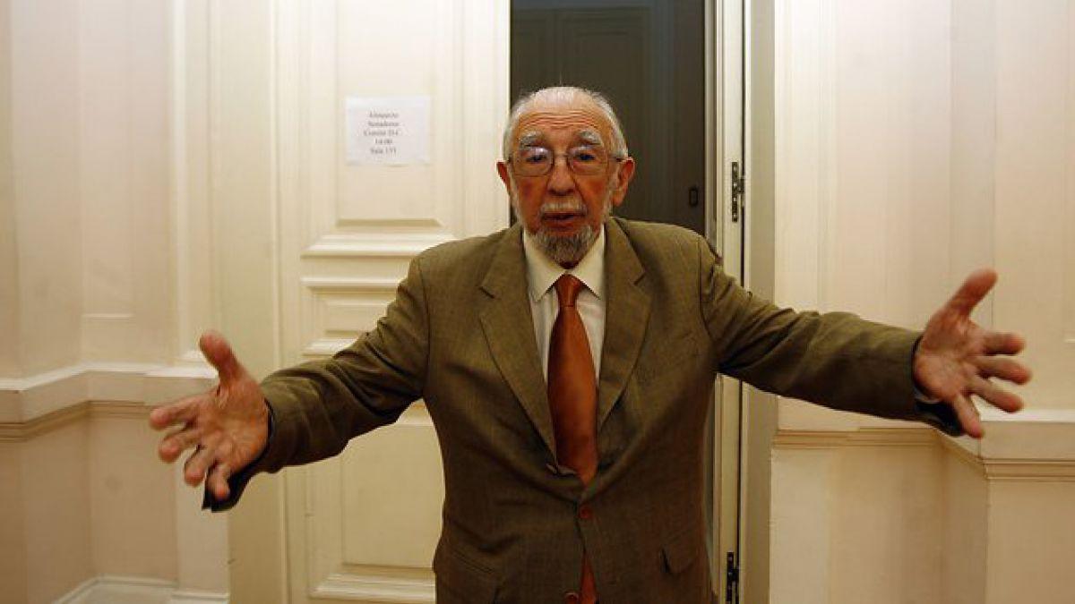 Internan al senador Ruiz-Esquide tras problema cardíaco
