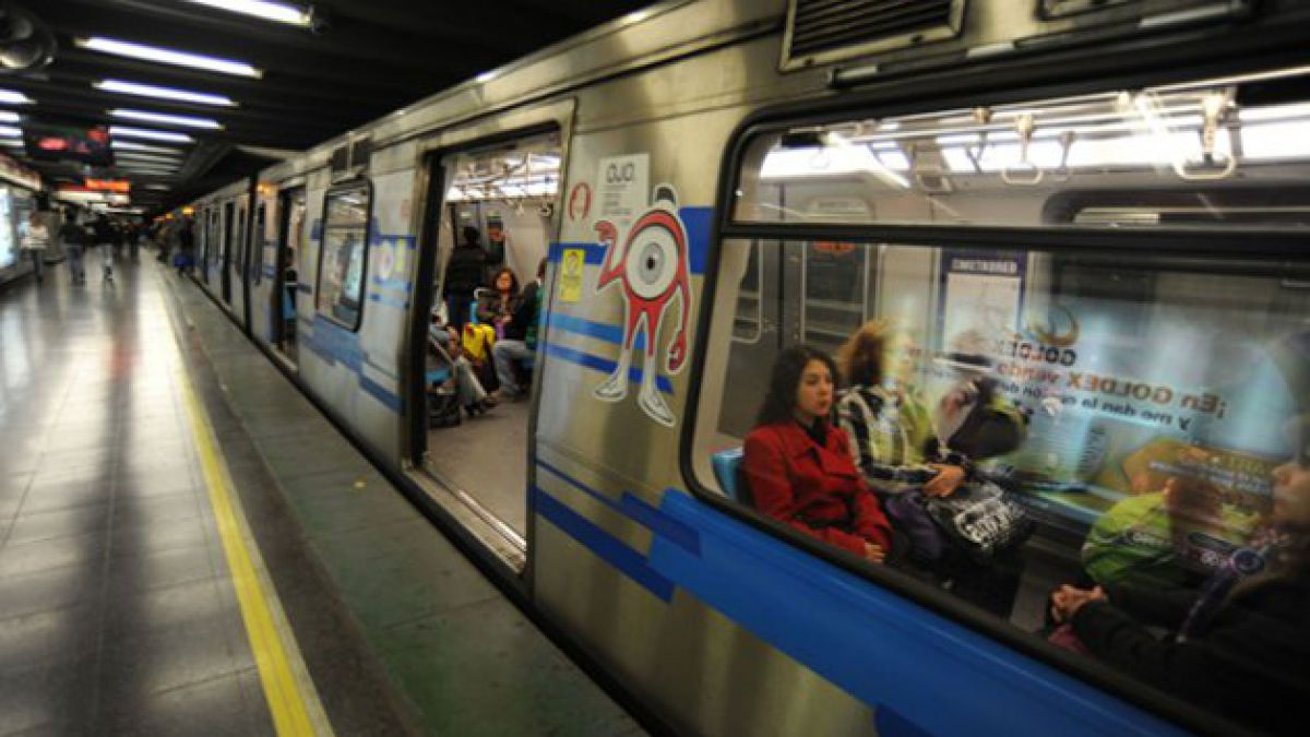 Metro de Santiago reforzará su servicio por partido Chile-Holanda