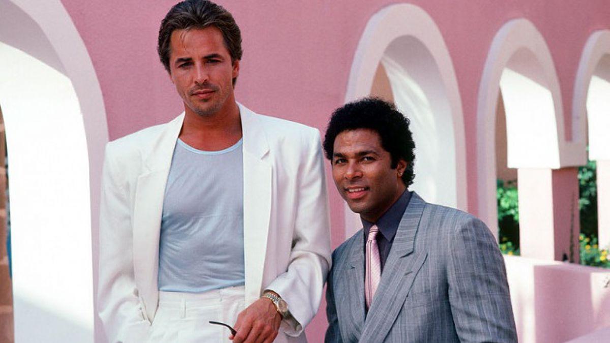 """30 años de """"Miami Vice"""": 5 claves que confirman su influencia en cine, moda y TV"""