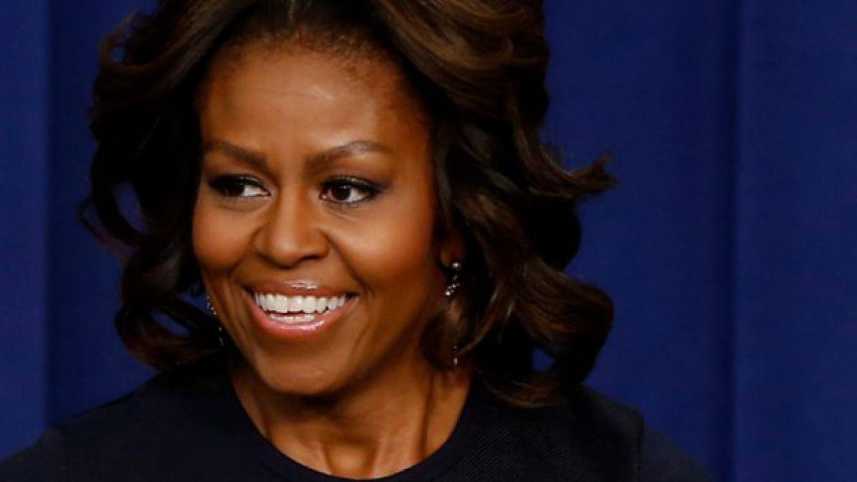 Primera Dama de EE.UU. incita a estadounidenses a beber más agua