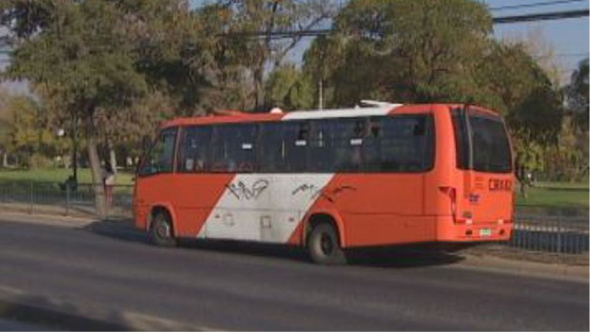 Ataque a bus del Transantiago dejó a dos ancianos con quemaduras