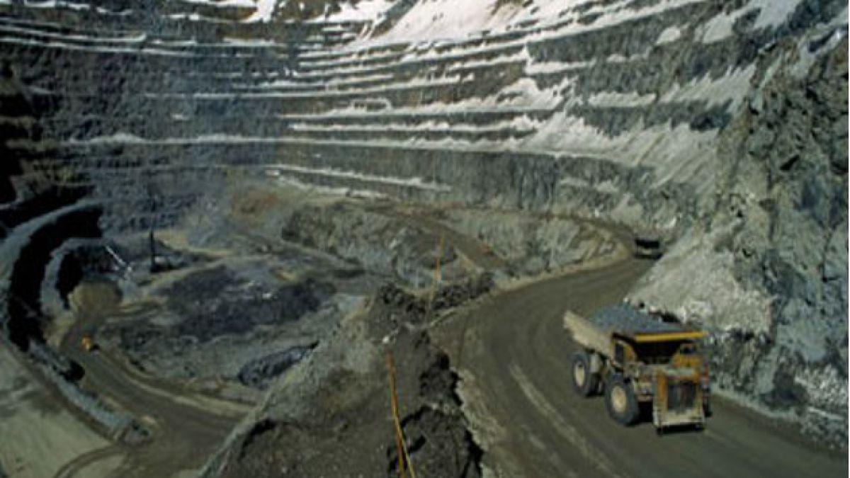 En baja el precio del cobre y llega a 370,381 centavos de dólar