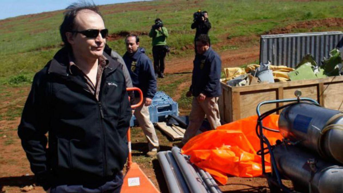 Caso Juan Fernández: Ministro en visita inspecciona restos del avión accidentado