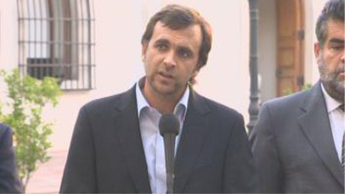 Evalúan alternativas para ayudar a damnificados en Valparaíso