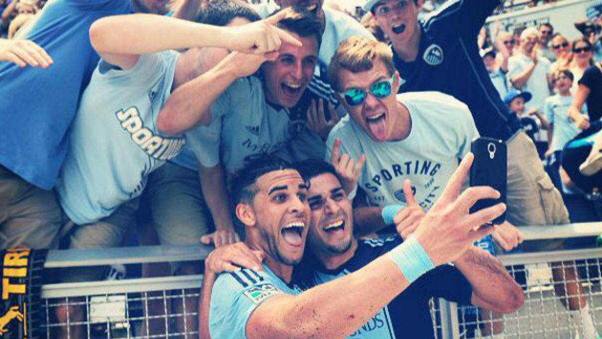 [VIDEO] Atacante de la MLS celebra gol con una selfie junto a los hinchas
