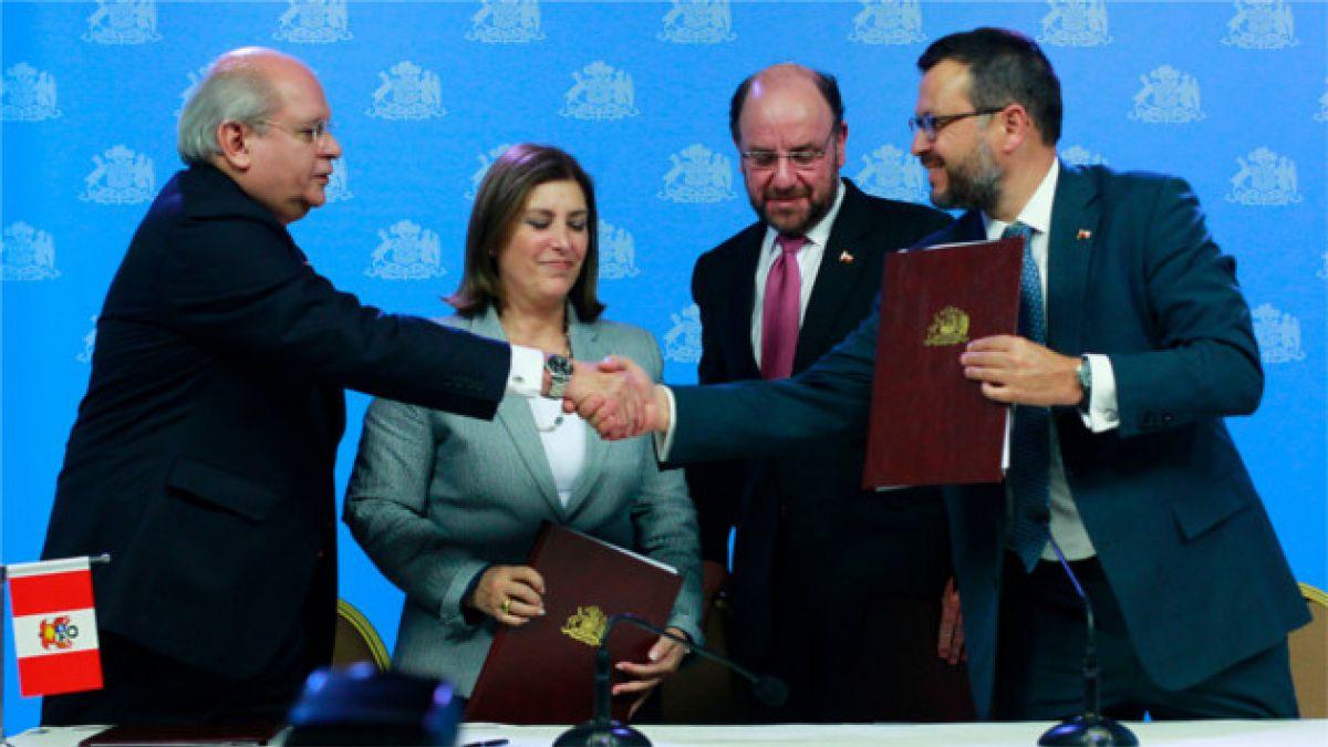 Este lunes llega a Chile delegación peruana para trabajar en límites marítimos