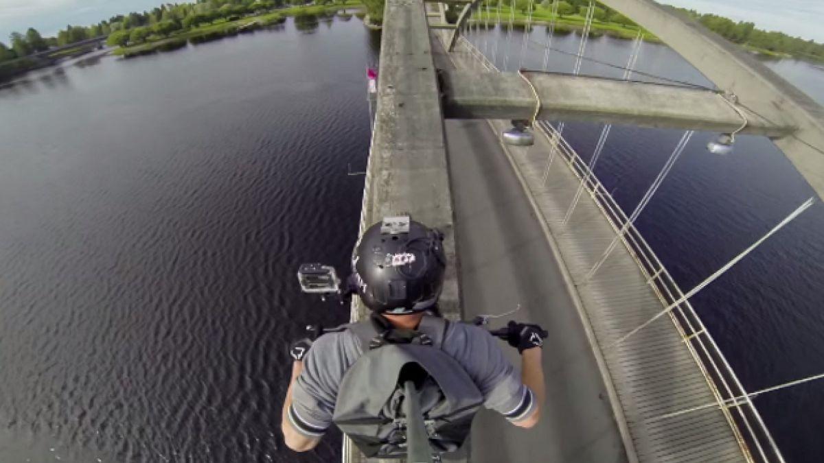 [VIDEO] Motociclista extremo finlandés registra arriesgada acrobacia en estrecho puente