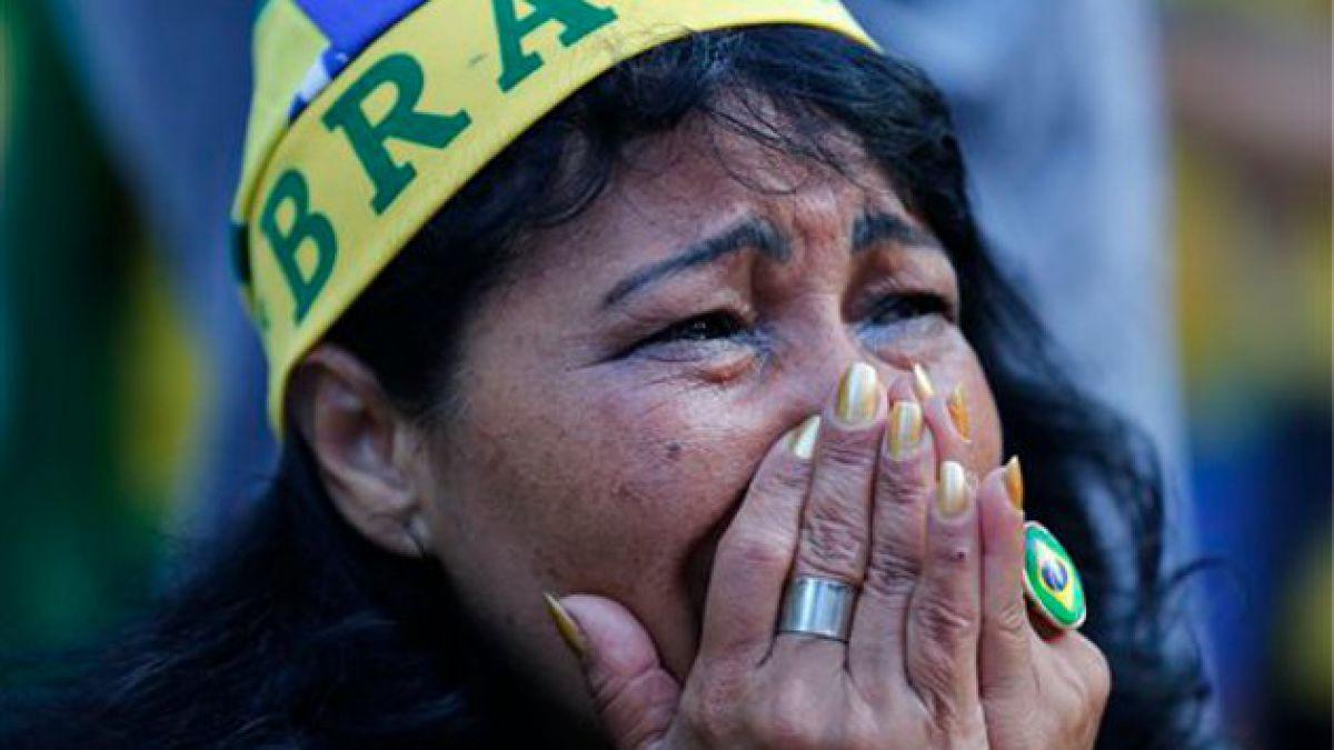 [FOTOS] Tristeza e indignación se apodera de hinchada brasileña
