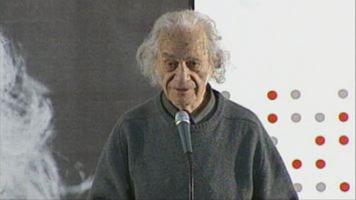 Nicanor Parra no viajará a España a recibir Premio Cervantes