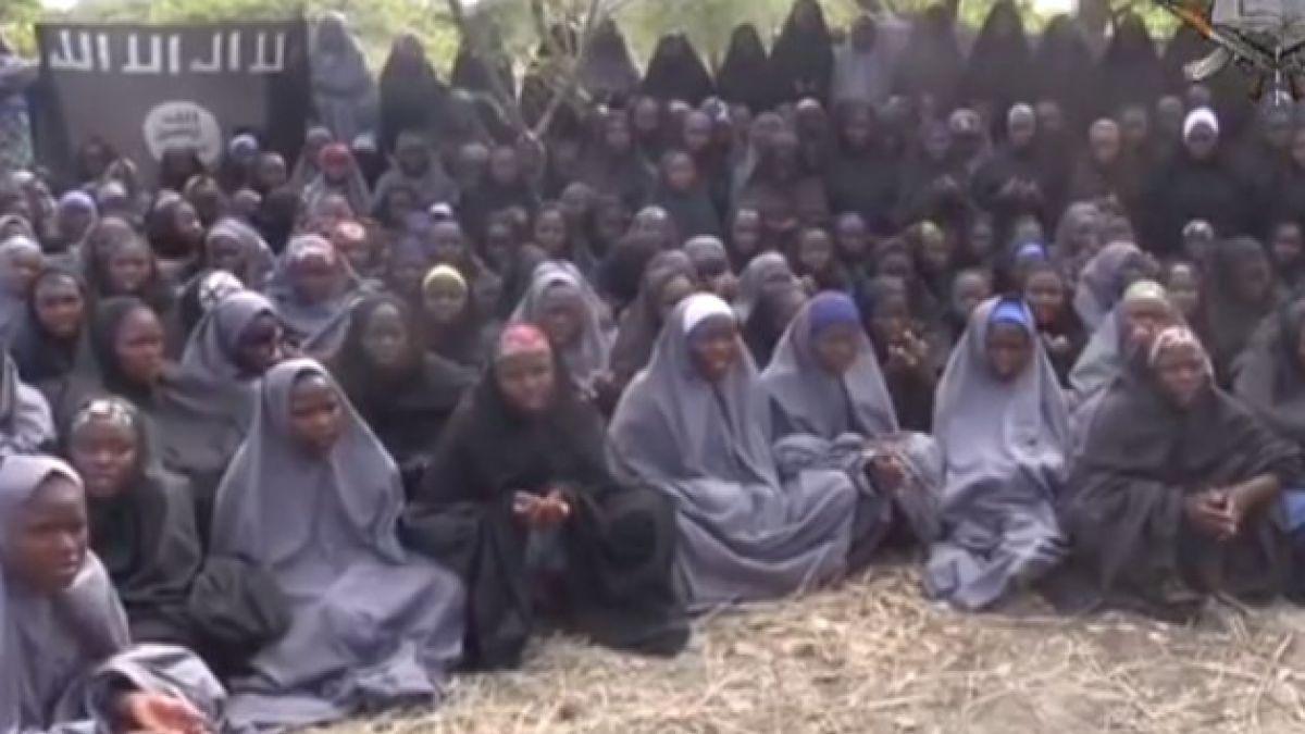 [VIDEO] Grupo islamista muestra a parte de las nigerianas secuestradas