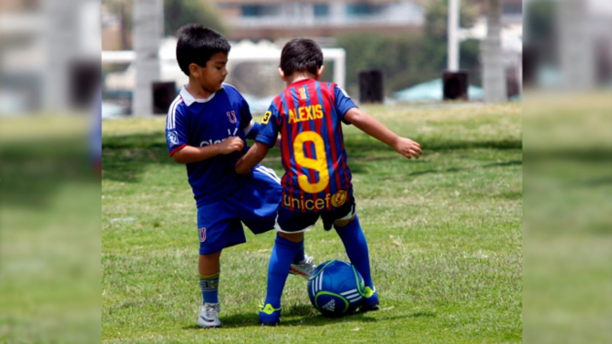 ¿Es bueno que los niños jueguen con tierra o suciedad?