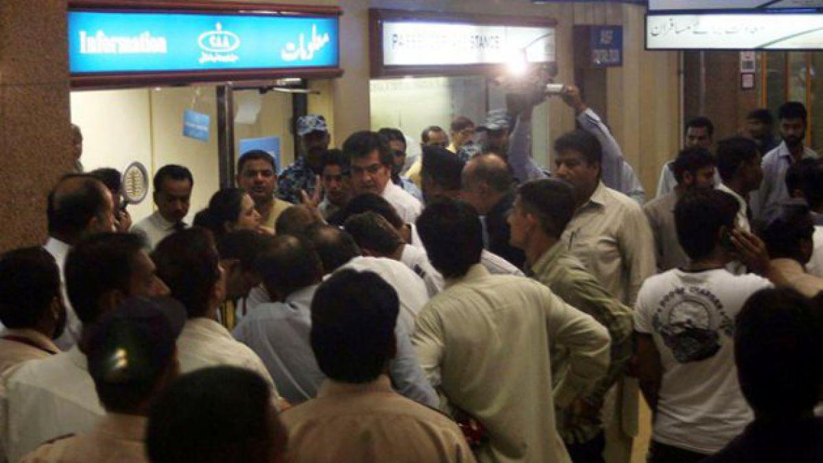 Pakistán: Recuperan 50 cuerpos de avión estrellado