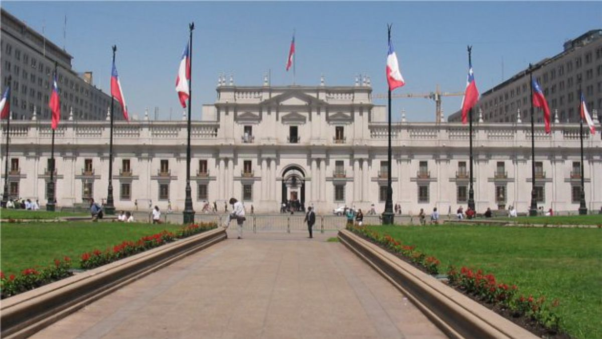 En más de 100 cargos clave, Gobierno gasta menos que la administración Piñera