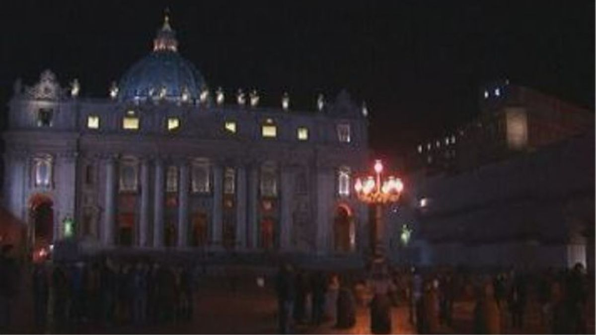 Benedicto XVI llama a ser solidarios con países que actualmente viven en crisis.