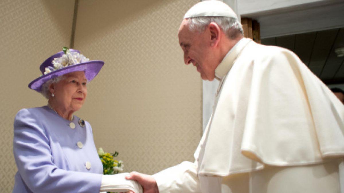 Así fue el encuentro del Papa Francisco con Isabel II en El Vaticano
