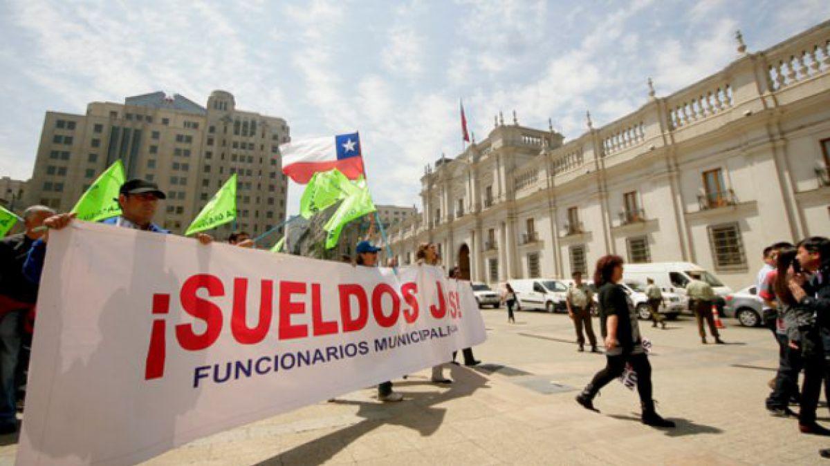 Finaliza paro de funcionarios municipales tras firma de protocolo