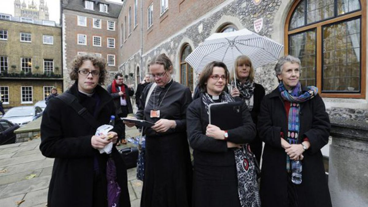 Iglesia anglicana rechaza ordenación de mujeres obispo