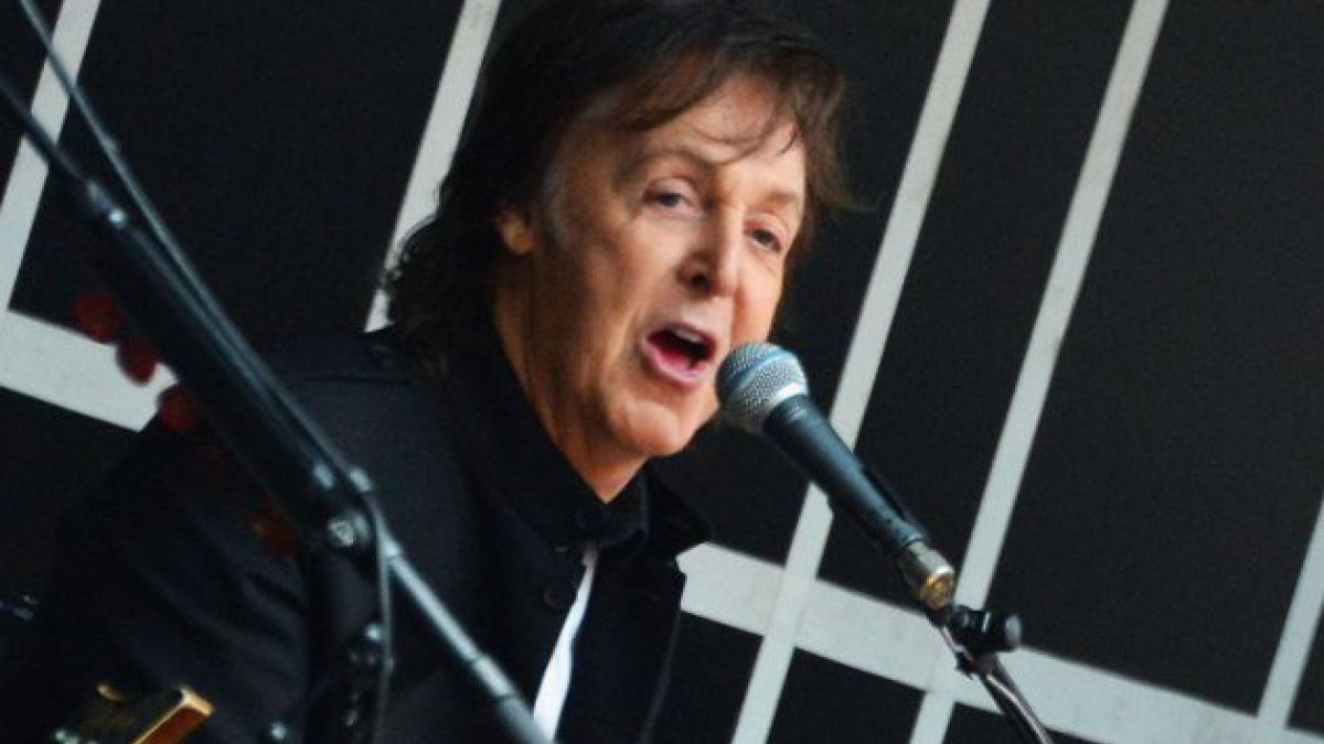 Paul McCartney sorprende con show gratis en Times Square