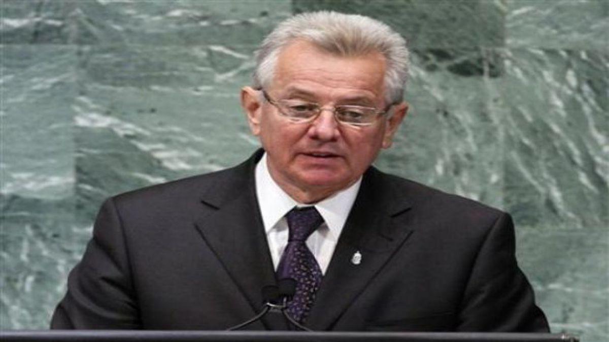 Presidente de Hungría renuncia por escándalo de doctorado
